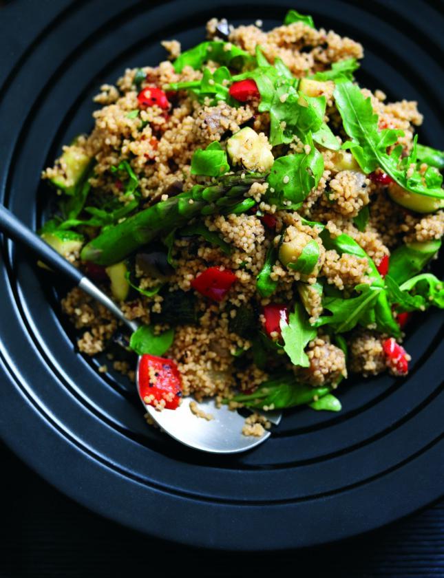Salada de vegetais carbonizados e cuscuz