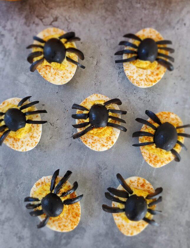 स्पाइडर करी शैतानी अंडे